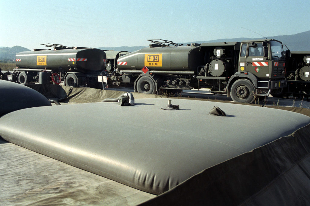 Bladder fuel tank